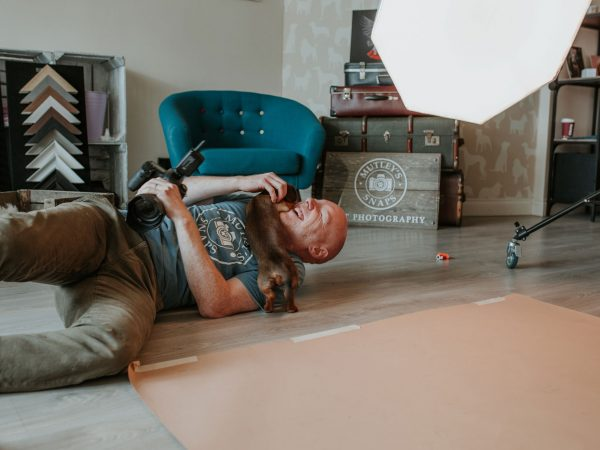 Behind-the-scenes-of-a-dog-shoot-in-the-photography-studio-15